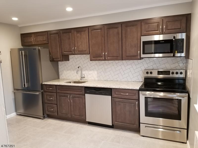Частный односемейный дом для того Аренда на 84-A TROY DR BLDG 17 Springfield, Нью-Джерси 07081 Соединенные Штаты