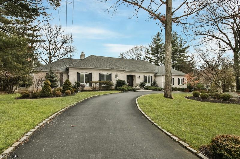Tek Ailelik Ev için Satış at 57 Holton Lane Essex Fells, New Jersey 07021 Amerika Birleşik Devletleri