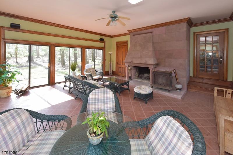 Nhà ở một gia đình vì Bán tại 56 Fairhaven Drive 56 Fairhaven Drive Allendale, New Jersey 07401 Hoa Kỳ