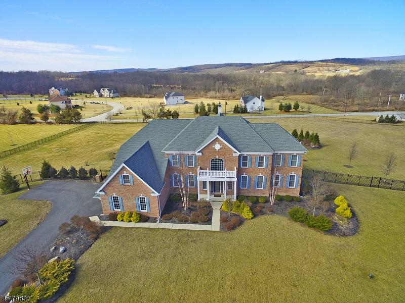 Частный односемейный дом для того Продажа на 39 High Ridge Lane Frankford Township, Нью-Джерси 07822 Соединенные Штаты