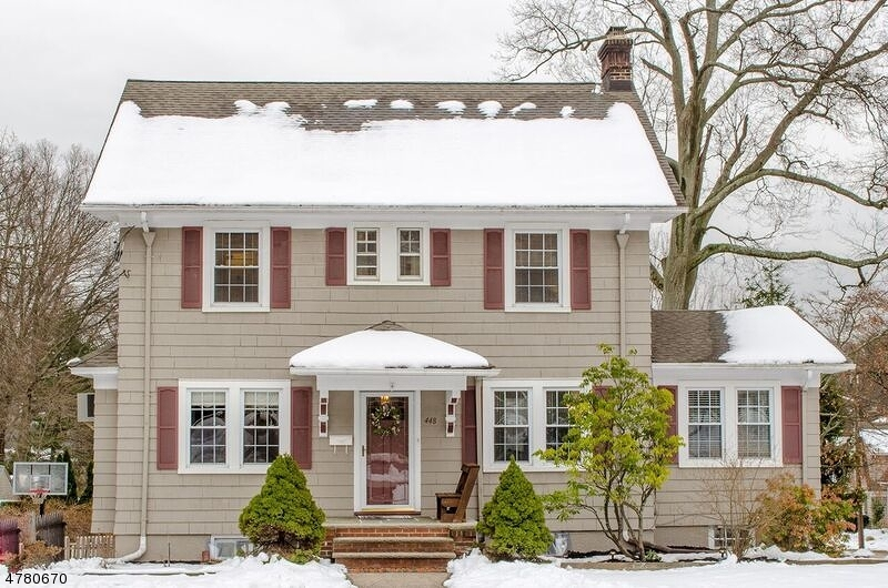 Maison unifamiliale pour l Vente à 448 RIDGEWOOD ROAD Maplewood, New Jersey 07040 États-Unis