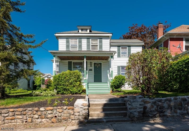 Maison unifamiliale pour l Vente à 315 SHARP Street Hackettstown, New Jersey 07840 États-Unis