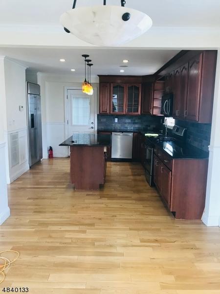 Enfamiljshus för Försäljning vid 24 SPRUCE Street Fairview, New Jersey 07022 Förenta staterna