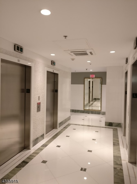 Additional photo for property listing at 45 RIVER DR S  Jersey City, New Jersey 07310 United States