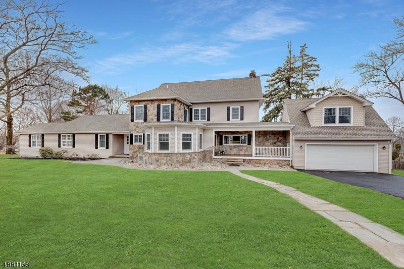 Частный односемейный дом для того Продажа на 243 MOUNTAIN Avenue North Caldwell, Нью-Джерси 07006 Соединенные Штаты