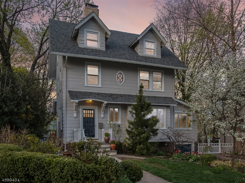 Maison unifamiliale pour l Vente à 22 APPLETON Road Glen Ridge, New Jersey 07028 États-Unis