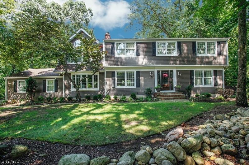Property pour l Vente à Mahwah, New Jersey 07430 États-Unis