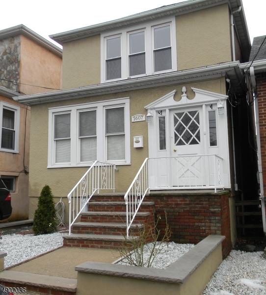 Single Family Homes para Venda às North Bergen, Nova Jersey 07047 Estados Unidos