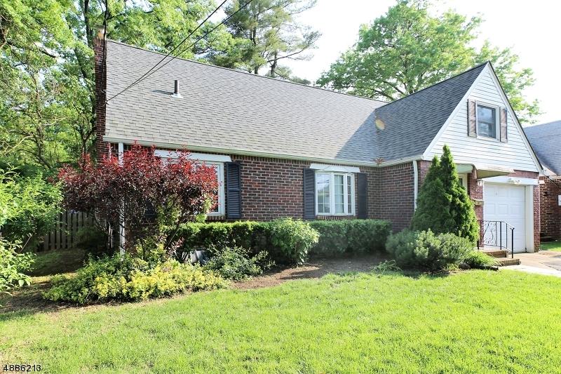Single Family Homes pour l Vente à New Milford, New Jersey 07646 États-Unis
