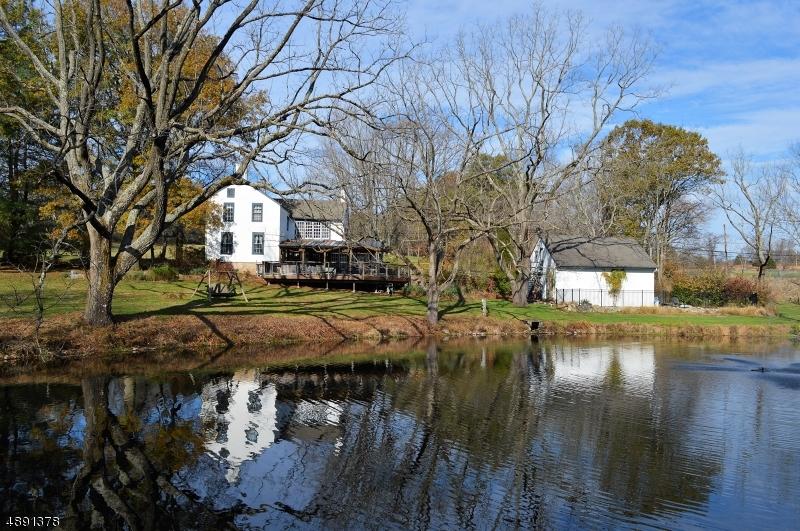 Single Family Homes pour l Vente à Delaware Township, New Jersey 08559 États-Unis