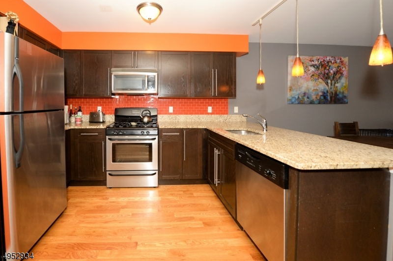 Condo / Maison de ville pour l Vente à West New York, New Jersey 07093 États-Unis