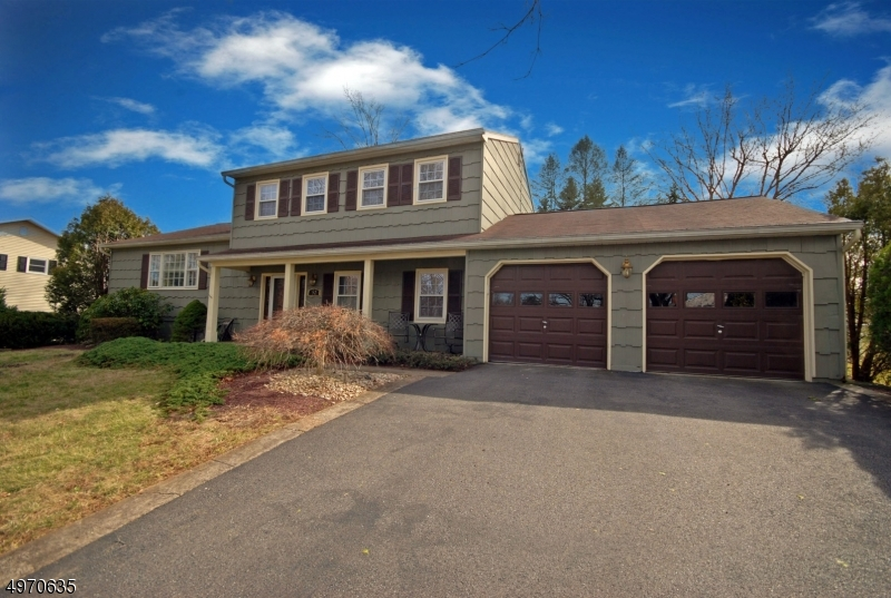 Single Family Homes para Venda às Lopatcong, Nova Jersey 08865 Estados Unidos