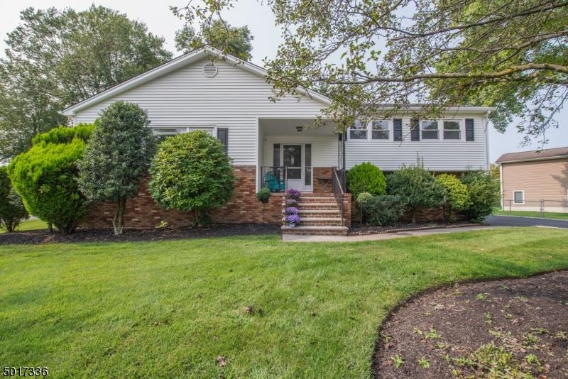 Single Family Homes のために 売買 アット Fairfield, ニュージャージー 07004 アメリカ