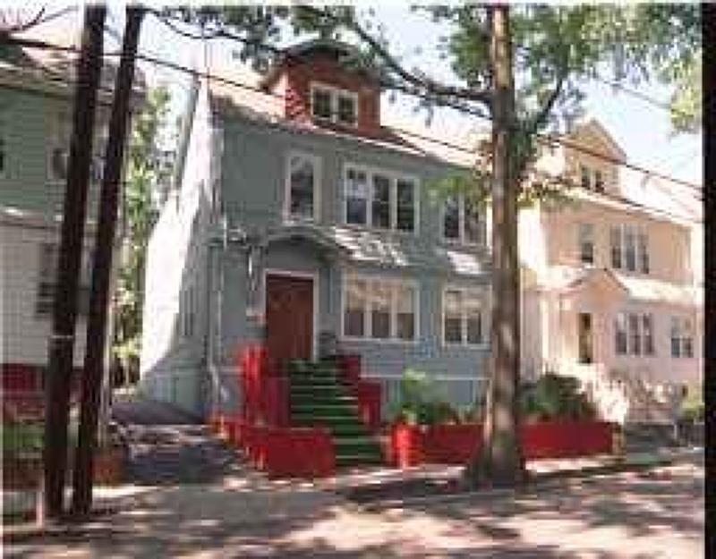 Maison avec plusieurs logements pour l Vente à 281 Schley Street Newark, New Jersey 07112 États-Unis