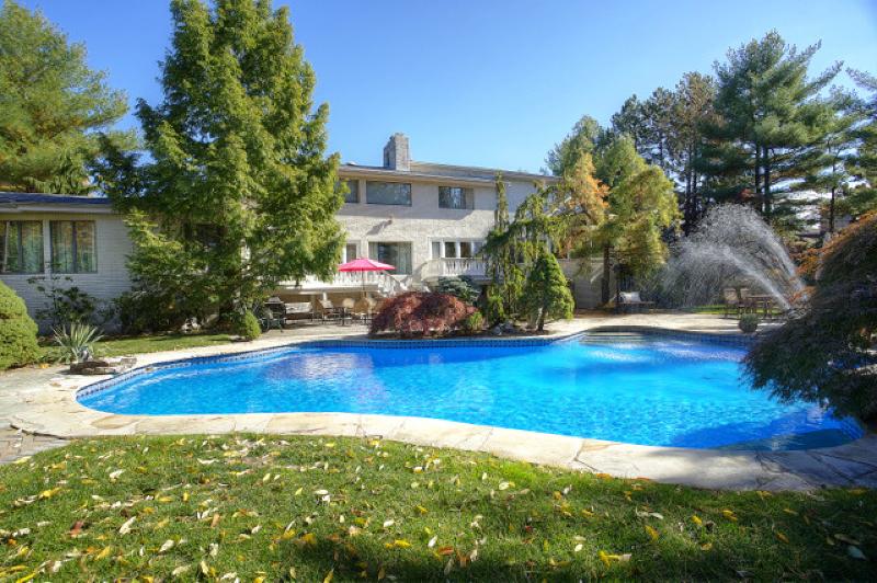 Частный односемейный дом для того Продажа на 30 Vanderbilt Drive Livingston, Нью-Джерси 07039 Соединенные Штаты