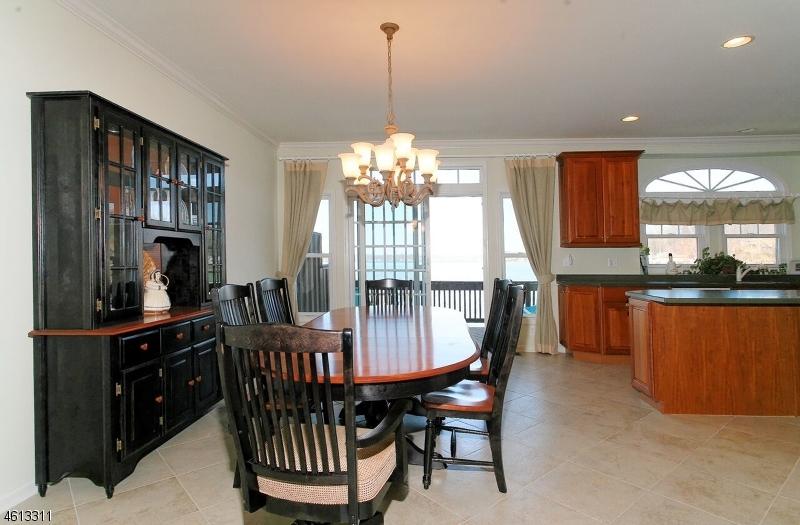 Additional photo for property listing at 39 Lakeshore Drive  Mount Arlington, Нью-Джерси 07856 Соединенные Штаты