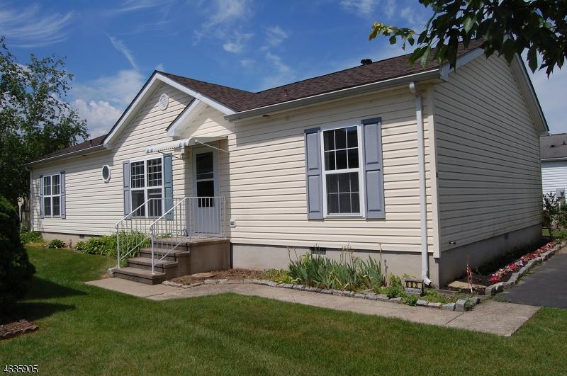 Maison unifamiliale pour l Vente à 3 Willow Drive Belvidere, New Jersey 07823 États-Unis