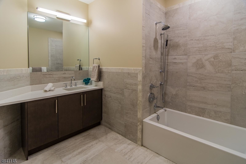 Additional photo for property listing at 15 SOMERSET Lane  Edgewater, New Jersey 07020 États-Unis