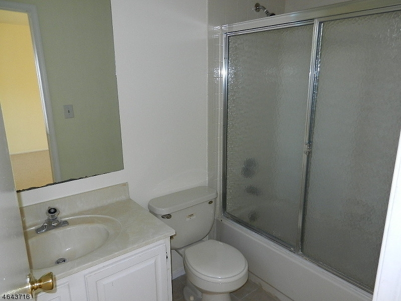 Additional photo for property listing at 308 Jarvis Place  Somerset, Нью-Джерси 08873 Соединенные Штаты