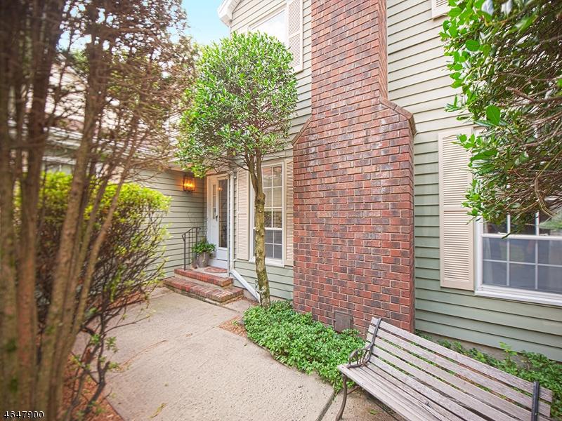 Maison unifamiliale pour l Vente à 14 Birdseye Circle Wayne, New Jersey 07470 États-Unis