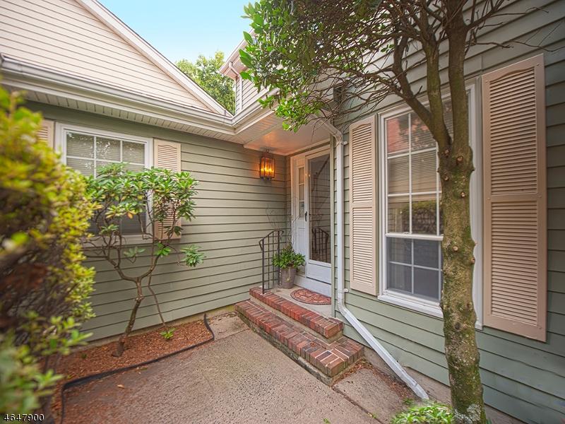Additional photo for property listing at 14 Birdseye Circle  Wayne, New Jersey 07470 États-Unis