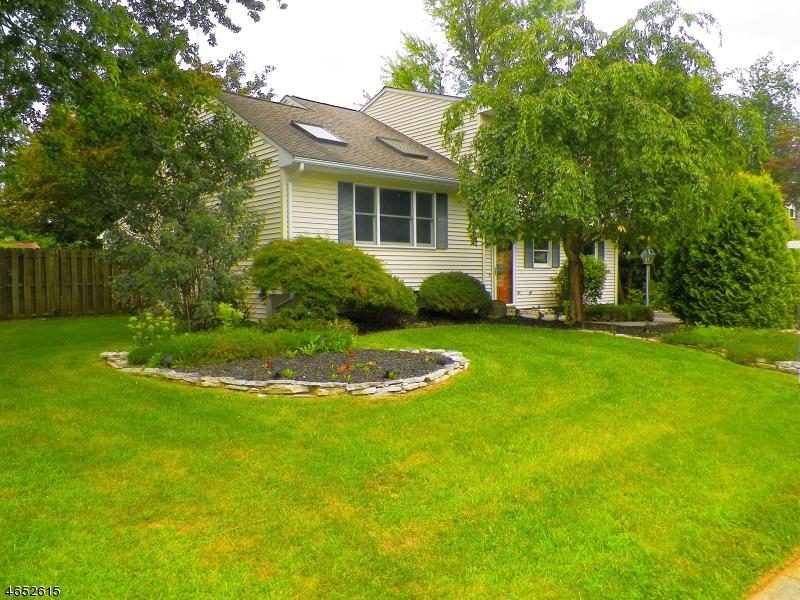 独户住宅 为 销售 在 127 College View Drive 哈克特斯镇, 新泽西州 07840 美国