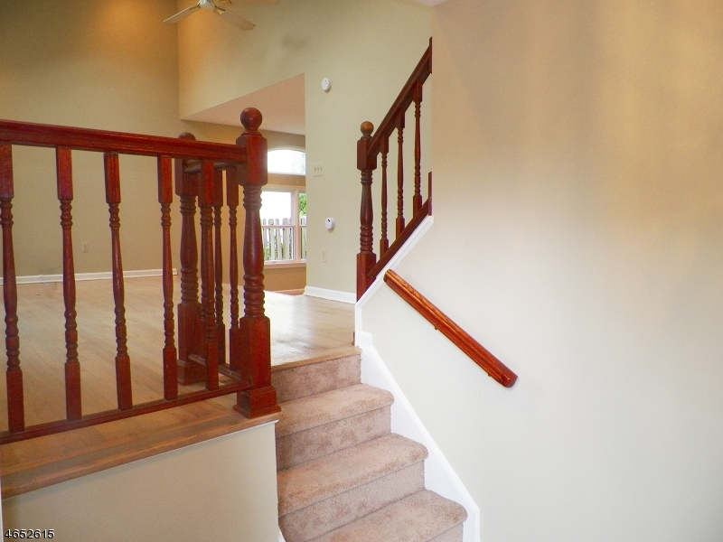 Additional photo for property listing at 127 College View Drive  哈克特斯镇, 新泽西州 07840 美国