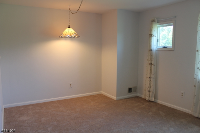 Additional photo for property listing at 55 Park Edge  Berkeley Heights, Нью-Джерси 07922 Соединенные Штаты