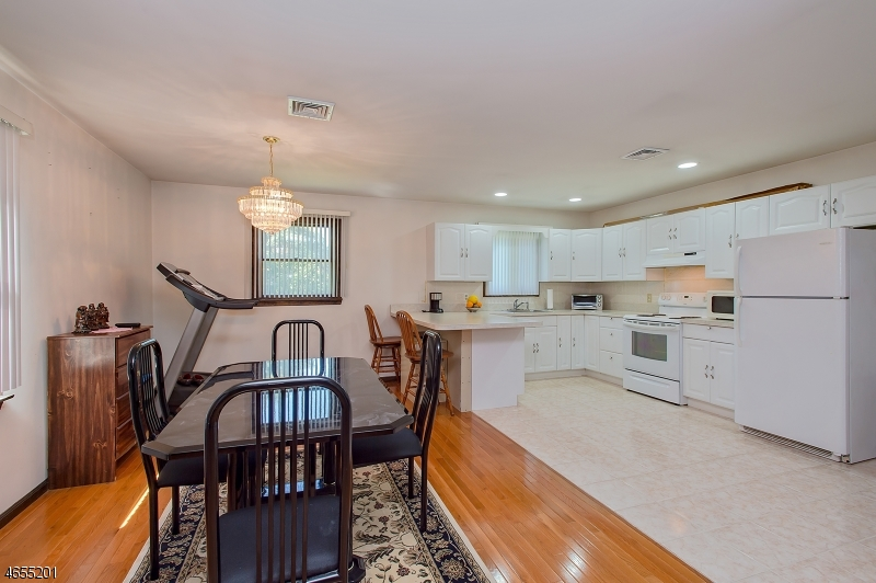 Additional photo for property listing at 1528 Dumont Avenue  South Plainfield, Nueva Jersey 07080 Estados Unidos