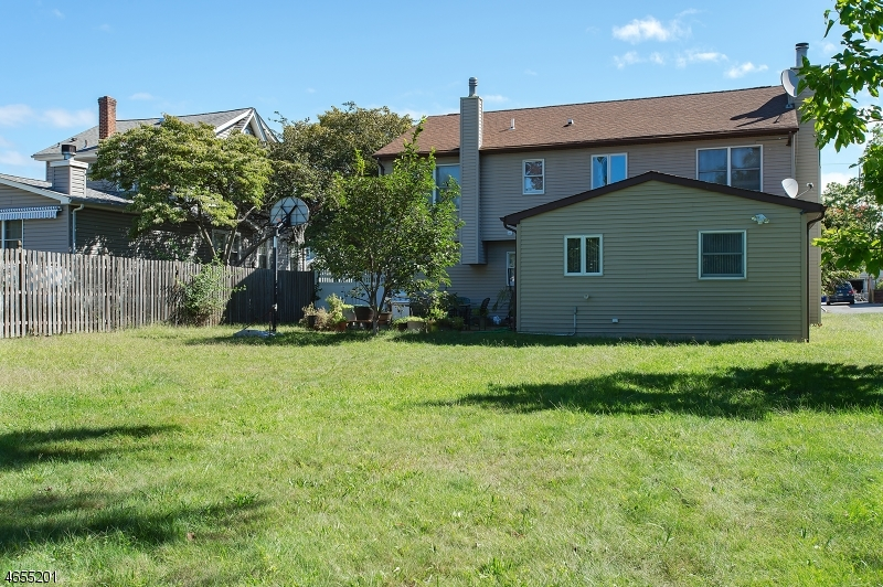 Additional photo for property listing at 1528 Dumont Avenue  South Plainfield, Нью-Джерси 07080 Соединенные Штаты