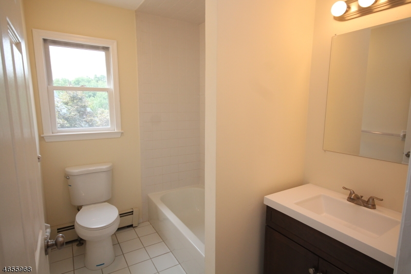 Additional photo for property listing at 5 Tamarack Drive  Succasunna, New Jersey 07876 United States