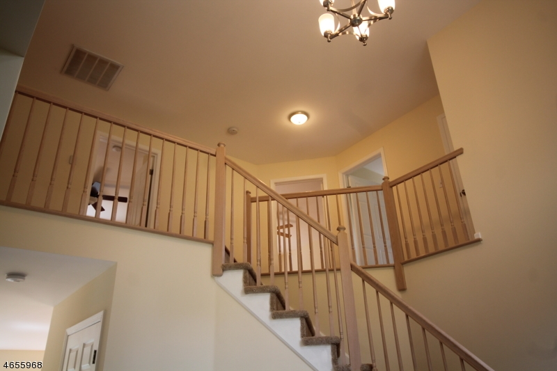 Additional photo for property listing at 5 Tamarack Drive  Succasunna, Нью-Джерси 07876 Соединенные Штаты