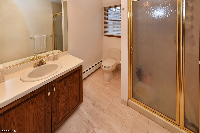 Additional photo for property listing at 2 Butternut Road  Allendale, Nueva Jersey 07401 Estados Unidos