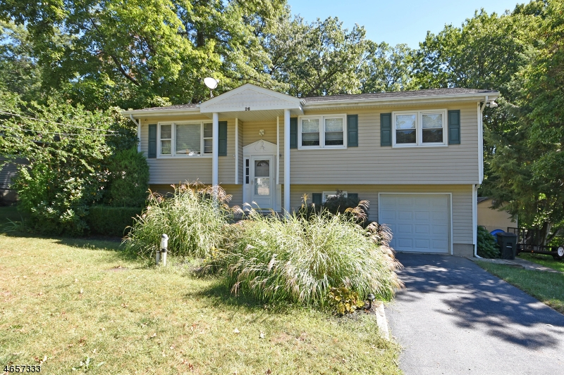 独户住宅 为 销售 在 26 Hilltop Road Newfoundland, 新泽西州 07435 美国