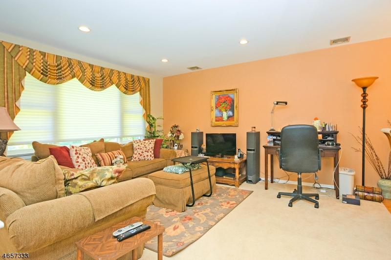 Additional photo for property listing at 26 Hilltop Road  Newfoundland, 新泽西州 07435 美国