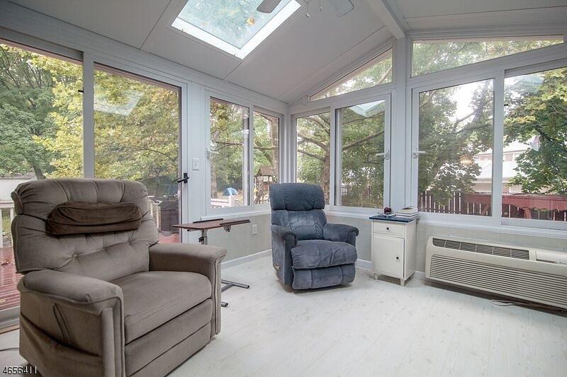 Additional photo for property listing at 15 Robin Court  Springfield, Нью-Джерси 07081 Соединенные Штаты