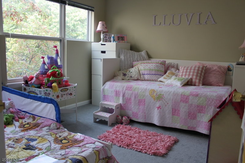 Additional photo for property listing at 18 Bristol Court  Lincoln Park, 新泽西州 07035 美国