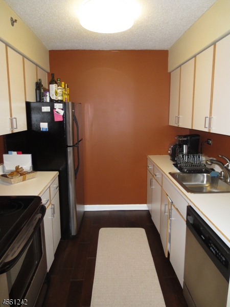 Additional photo for property listing at 300 Main St, UNIT 907  Little Falls, New Jersey 07424 États-Unis