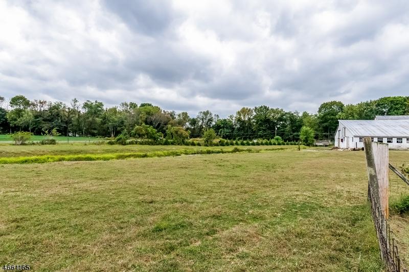 Additional photo for property listing at 355 Prospect Street  Stewartsville, Нью-Джерси 08886 Соединенные Штаты