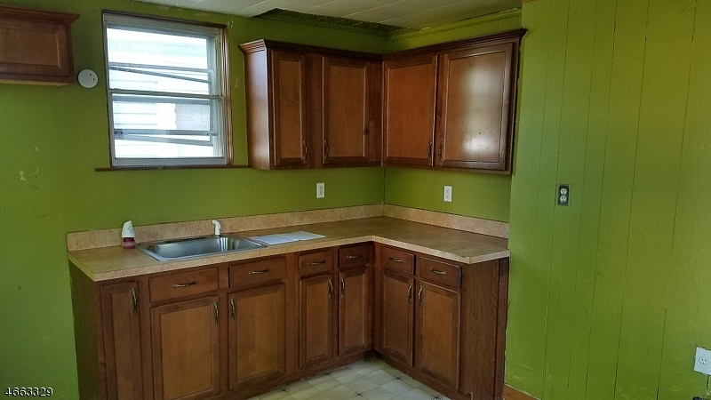 Additional photo for property listing at 33 Bruen Avenue  Irvington, Нью-Джерси 07111 Соединенные Штаты