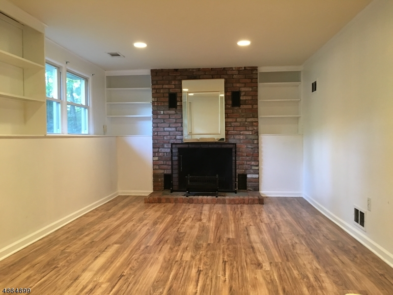 Additional photo for property listing at 76 Hampton Drive  Berkeley Heights, New Jersey 07922 États-Unis