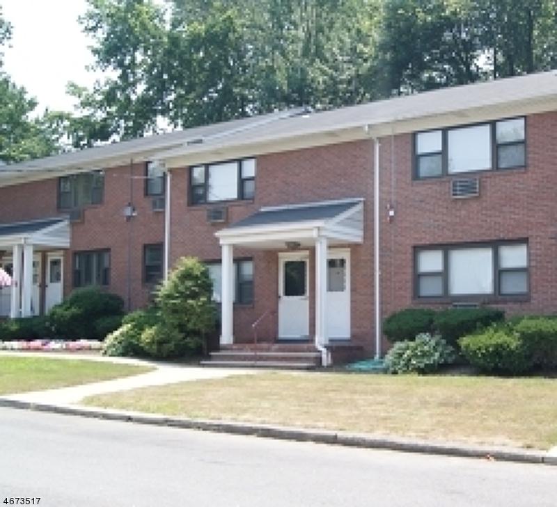 Maison unifamiliale pour l à louer à 10G COLONIAL Drive Little Falls, New Jersey 07424 États-Unis