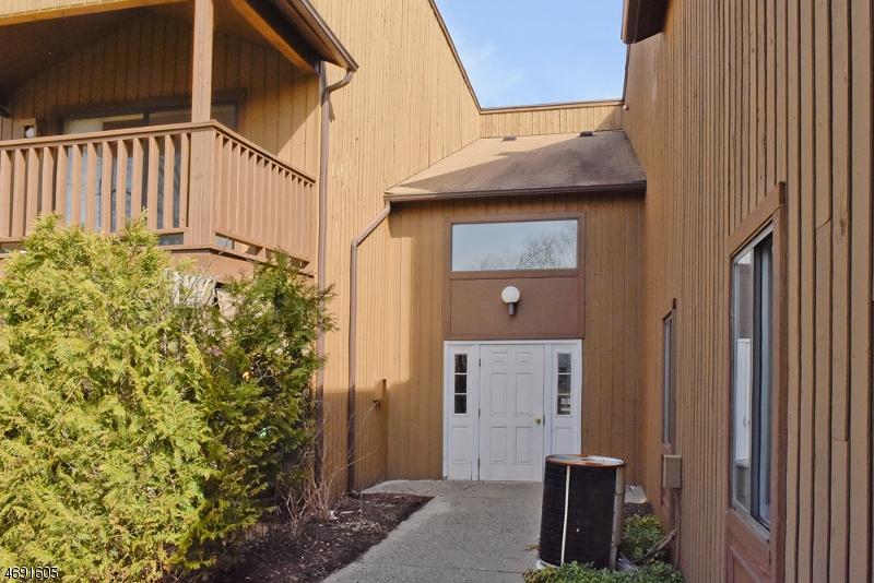 独户住宅 为 销售 在 150 Drake Lane Ledgewood, 07852 美国