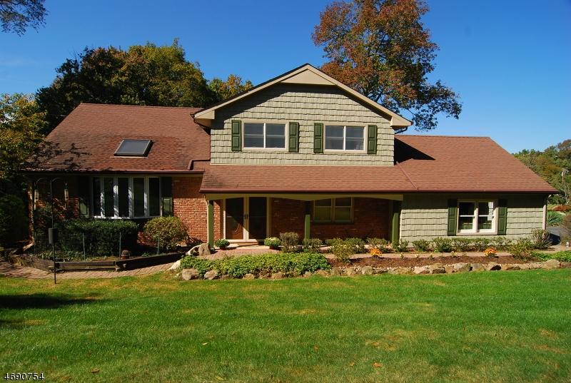 Maison unifamiliale pour l Vente à 20 Andre Drive Succasunna, New Jersey 07876 États-Unis