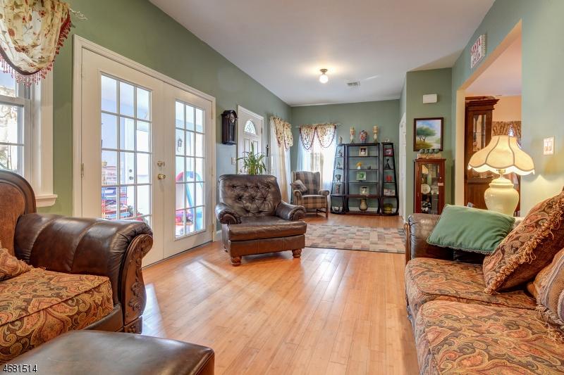 Casa Unifamiliar por un Venta en 15 Elm Street Cranford, Nueva Jersey 07016 Estados Unidos