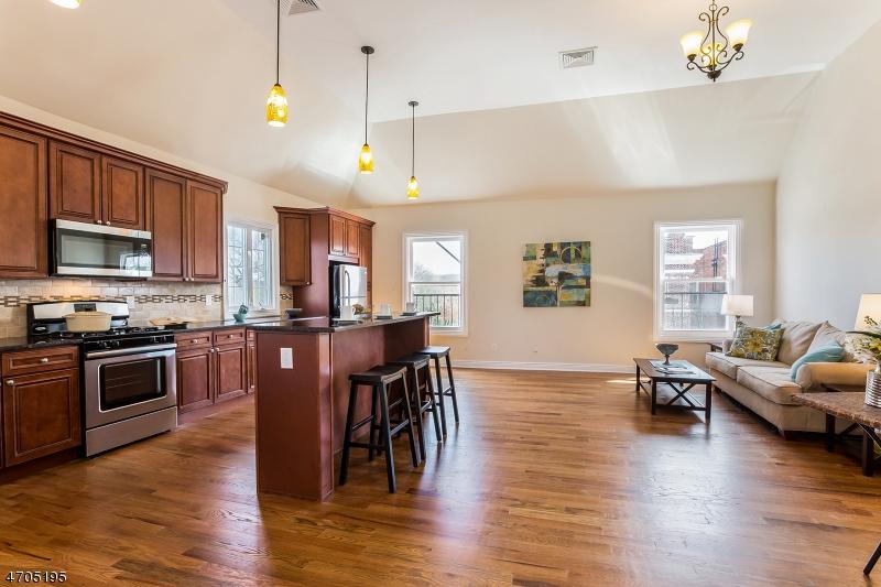 Частный односемейный дом для того Аренда на 660 Bloomfield Ave, Apt. A Verona, Нью-Джерси 07044 Соединенные Штаты