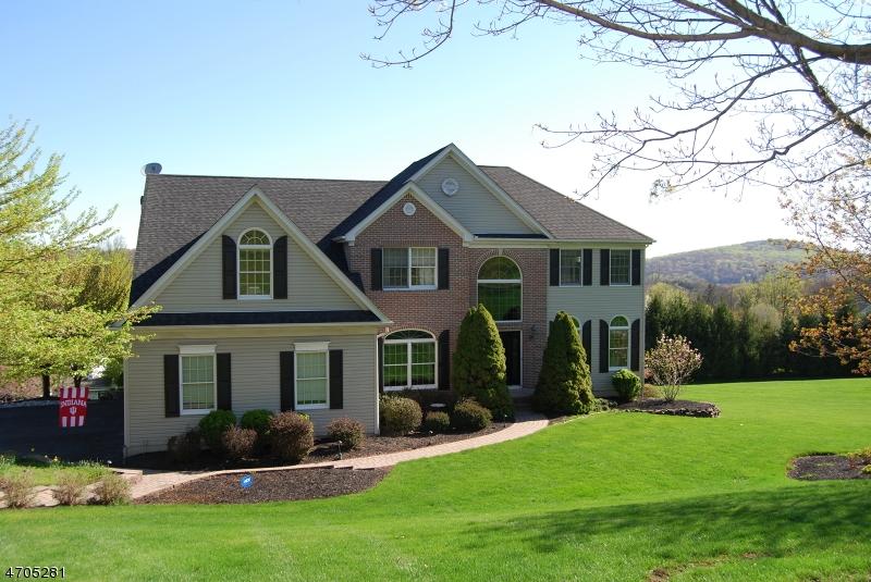 Частный односемейный дом для того Аренда на 18 Scarlet Oak Road Raritan, Нью-Джерси 08822 Соединенные Штаты