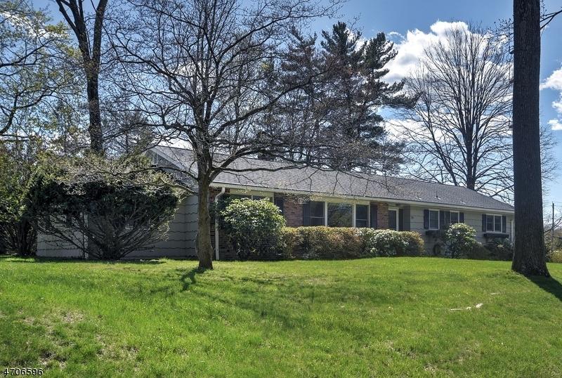 Maison unifamiliale pour l Vente à 34 Arcadia Road Allendale, New Jersey 07401 États-Unis
