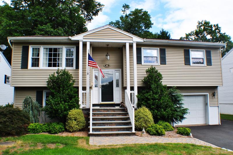Casa Unifamiliar por un Alquiler en 10 Calumet Avenue Oakland, Nueva Jersey 07436 Estados Unidos