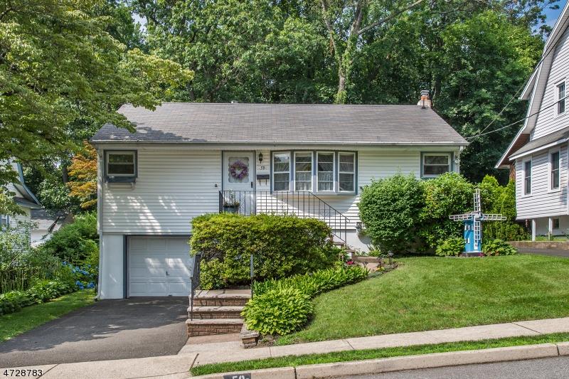 Maison unifamiliale pour l Vente à 59 Payne Avenue Midland Park, New Jersey 07432 États-Unis